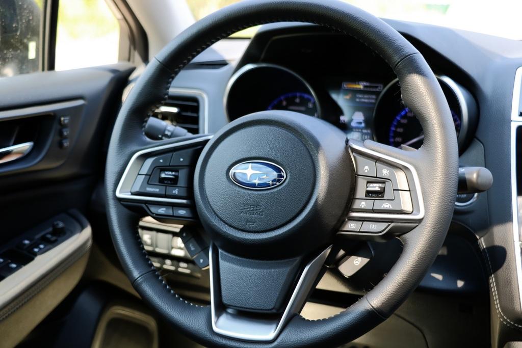 Subaru Legacy интерьер фото